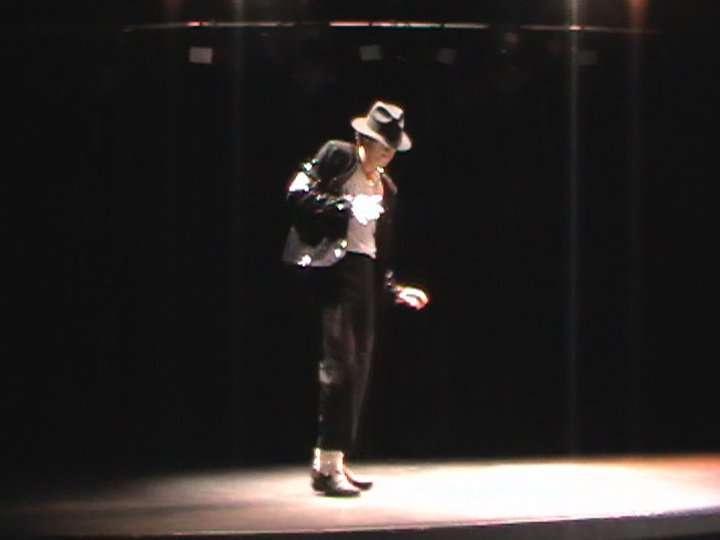 http://www.michaeljacksoncelebrityclothing.com/MJ-Pics/David-Jackson-Michael-Jackson-impersonator/david%20jackson%20mj.jpg