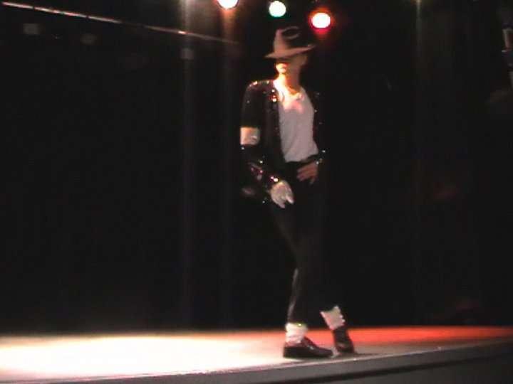 http://www.michaeljacksoncelebrityclothing.com/MJ-Pics/David-Jackson-Michael-Jackson-impersonator/david%20jackson%20mj2.jpg