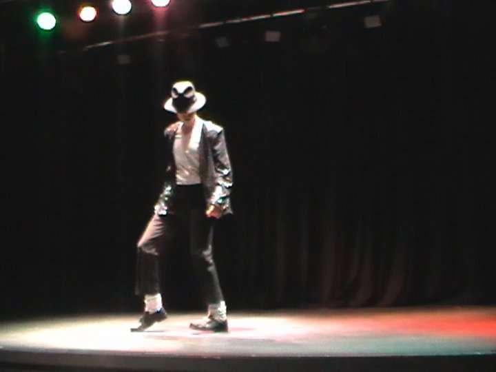 http://www.michaeljacksoncelebrityclothing.com/MJ-Pics/David-Jackson-Michael-Jackson-impersonator/david%20jackson%20mj3.jpg