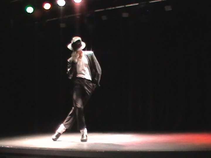 http://www.michaeljacksoncelebrityclothing.com/MJ-Pics/David-Jackson-Michael-Jackson-impersonator/david%20jackson%20mj5.jpg