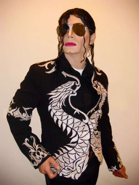 http://www.michaeljacksoncelebrityclothing.com/MJ-Pics/Impersonators/newmjjdean2.jpg