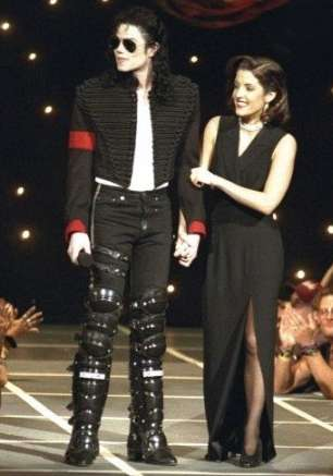 http://www.michaeljacksoncelebrityclothing.com/MJ-Pics/MICHAEL%20JACKSON%20HIStory%20World%20Tour%20Munich%20LEG%20ARMOUR/michael-jackson-leg-armour.jpg