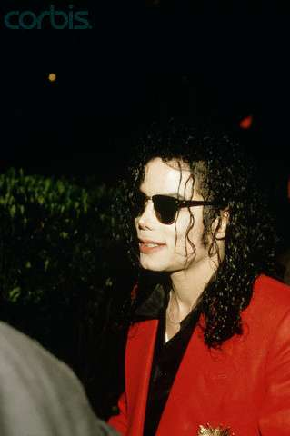 http://www.michaeljacksoncelebrityclothing.com/MJ-Pics/MJ-bad-glasses-2.jpg