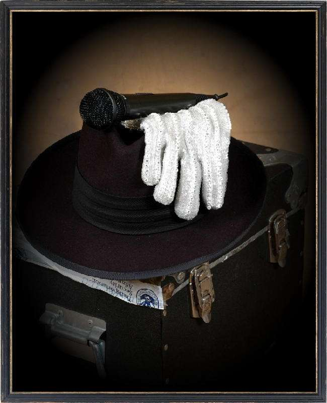 http://www.michaeljacksoncelebrityclothing.com/MJ-Pics/The%20Black%20MJ/TheMic%2cTheGlove%26TheFedora.jpg