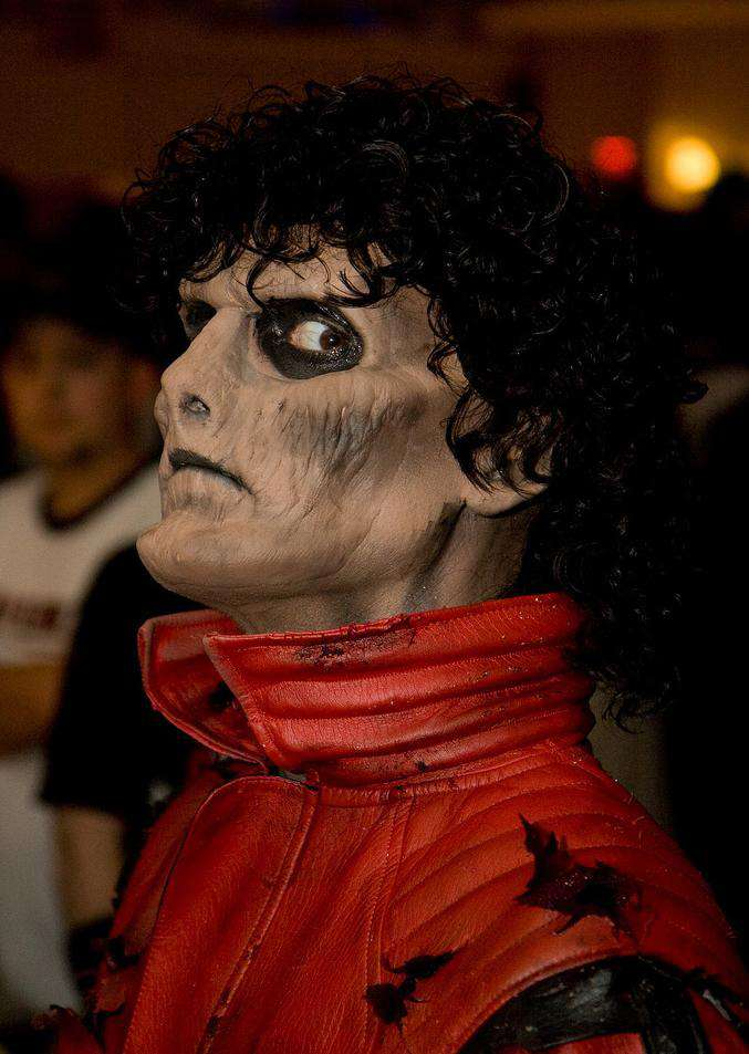 http://www.michaeljacksoncelebrityclothing.com/MJ-Pics/mj%20thriller%20jacket/Zombie%20Thriller%20Project%201.jpg