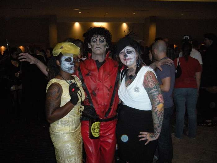 http://www.michaeljacksoncelebrityclothing.com/MJ-Pics/mj%20thriller%20jacket/Zombie%20Thriller%20Project4.jpg